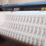 ステッカー印刷中の風景